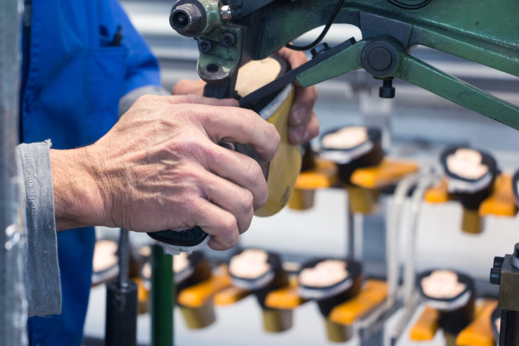Caso de éxito en la línea de montaje en una empresa de zapatos